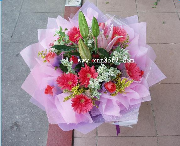 石夏兰粉色香水百合花鲜花图片展示。