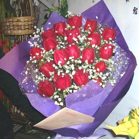石夏兰19枝黑魔术玫瑰鲜花图片展示。