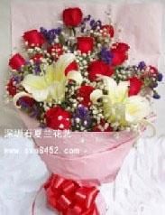 石夏兰13朵玫瑰与百合鲜花图片展示。