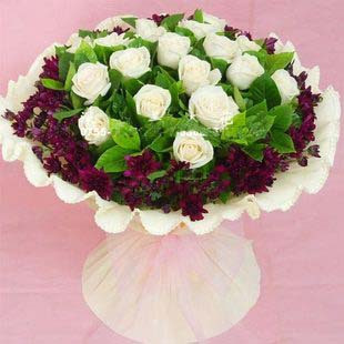 石夏兰18朵白色玫瑰花鲜花图片展示。