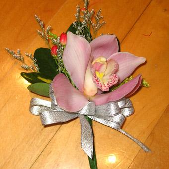 石夏兰兰花礼仪胸花鲜花图片展示。