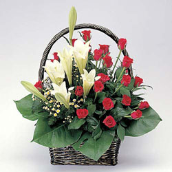 石夏兰【温馨祝福】 手提百合康乃馨花篮鲜花图片展示。