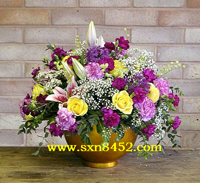 石夏兰【五彩缤纷】油画色花篮鲜花图片展示。