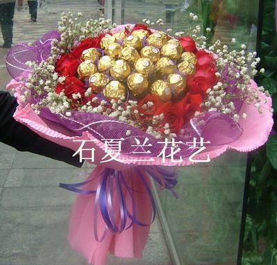 石夏兰24金莎巧克力*19朵红玫鲜花图片展示。