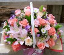 石夏兰玫瑰百合花篮鲜花图片展示。