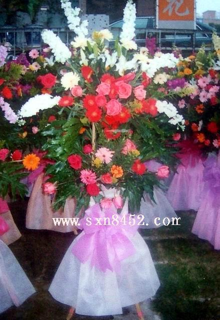 石夏兰腾飞,公司开张花篮,步步高,二层鲜花篮,室内花篮鲜花图片展示。