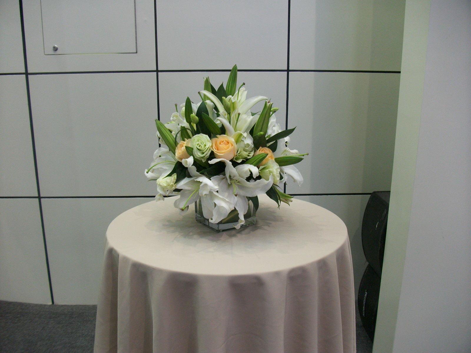 石夏兰婚宴,宴会,酒会,酒店等高档场所,装饰花,189元,花材,玫瑰,百合,包装,台面花,玻璃瓶插花鲜花图片展示