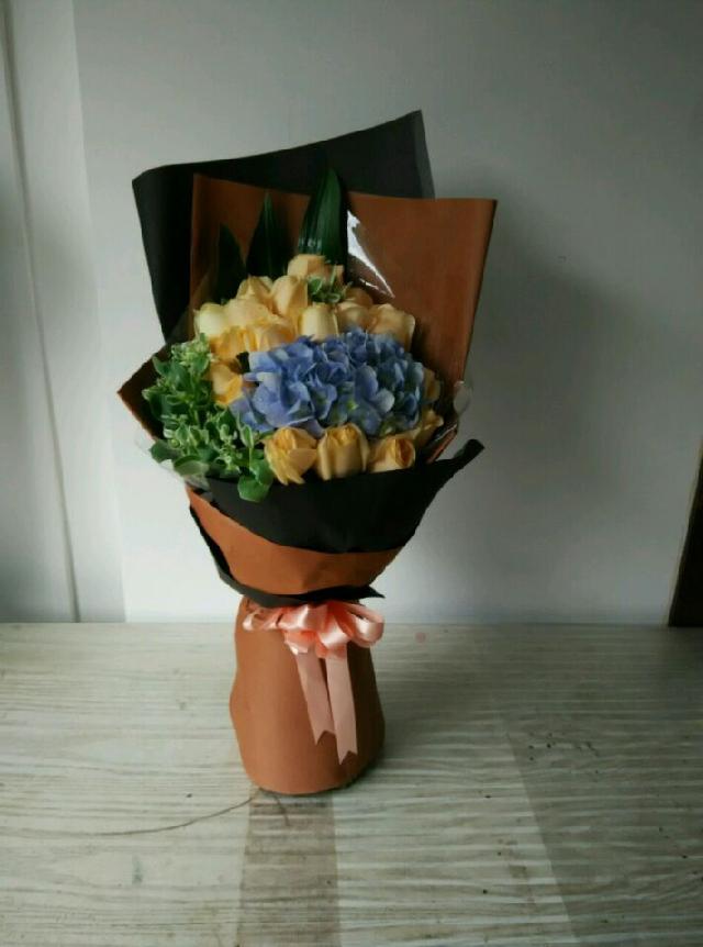 石夏兰生日16朵香槟玫瑰,绣球花束,239元,花材,*16朵香槟玫瑰,绣球,叶上花,包装,扇型包装鲜花图片展示