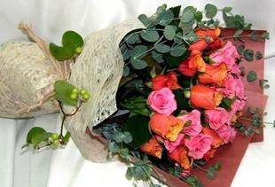 石夏兰19朵红玫瑰鲜花图片展示。