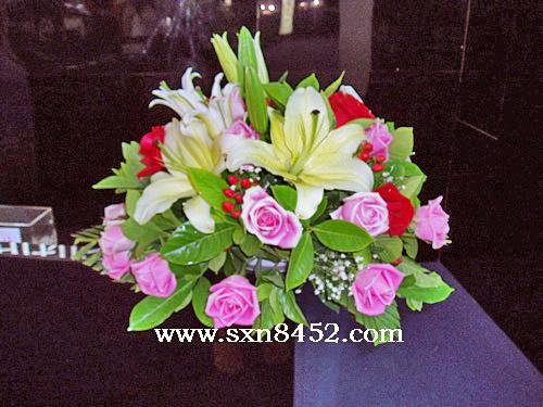 石夏兰展览台鲜花,商铺,柜台花,展览台,鲜花,接待台鲜花,会展中心,低价.¥108元,台面花鲜花图片展示。