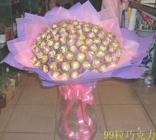 石夏兰99朵巧克力圣诞节送花鲜花图片展示。