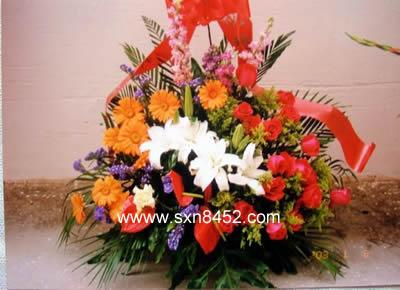 石夏兰走亲威手信 手提花篮 去朋友家手信鲜花图片展示。