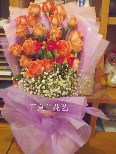 石夏兰12朵红玫鲜花图片展示。