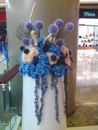 石夏兰大堂装饰花艺鲜花图片展示。