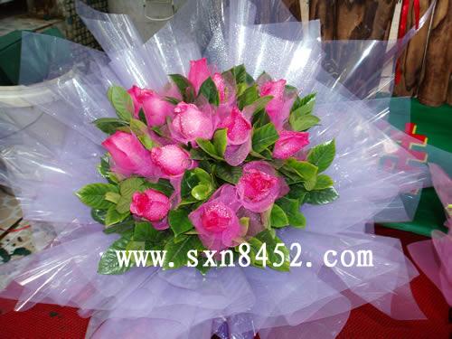 石夏兰12朵红樱桃鲜花图片展示。