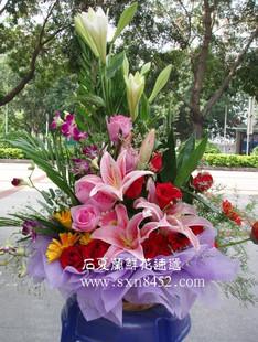 石夏兰西式花篮鲜花图片展示。