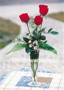 石夏兰甜心我爱你,3朵红玫与花瓶,表达爱意鲜花,华强北鲜花店,花卉世界鲜花,配送玻璃瓶插花鲜花图片展示。