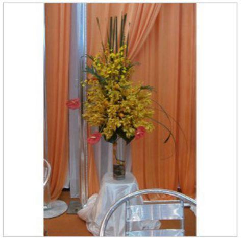石夏兰深圳婚庆网,餐桌花,深圳结婚贵宾休息区鲜花,梅林关鲜花,速递,会议鲜花,玻璃瓶插花鲜花图片展示。