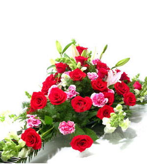 石夏兰会议桌鲜花,签字仪式鲜花,人民币228元,大红玫瑰花,百合花,台面花,活动用花鲜花图片展示。
