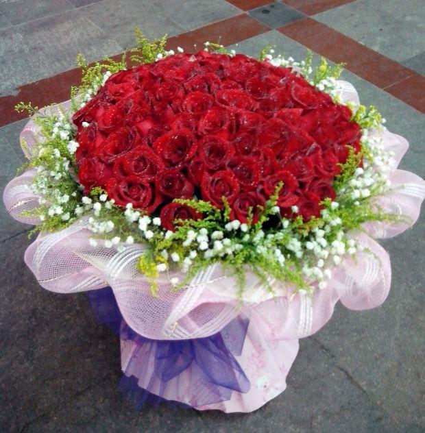 石夏兰99朵红玫瑰,送给心爱的人,龙岗花店,大鹏花店,坪山花店,光明花店,玫瑰,探视花卉,探望送礼鲜花图片展示。