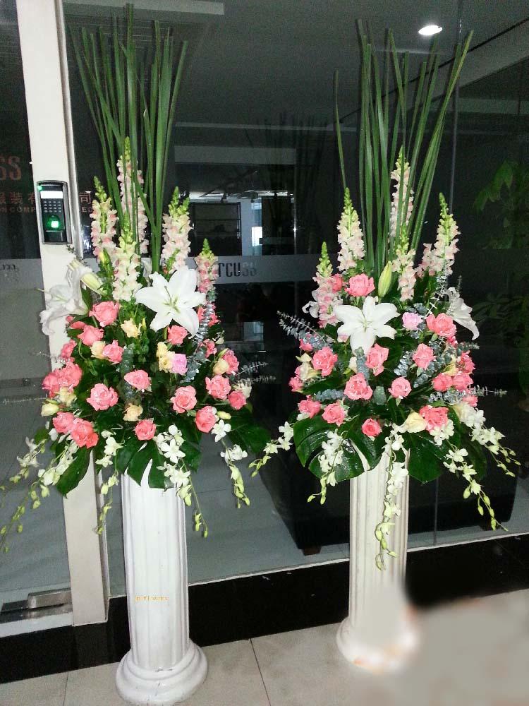 石夏兰桃红玫瑰,罗马柱花篮,庆典路引鲜花,商业中心布置鲜花鲜花图片展示。