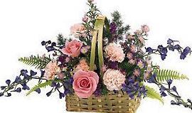 石夏兰【康乃馨与玫瑰花篮】鲜花图片展示。