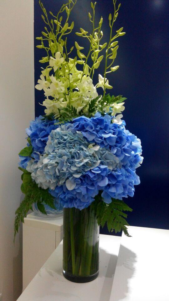 石夏兰主题活动用花,庆典布置,餐桌用花,花材,绣球,桔梗,洋兰,绿叶,若干,包装,玻璃瓶插花鲜花图片展示
