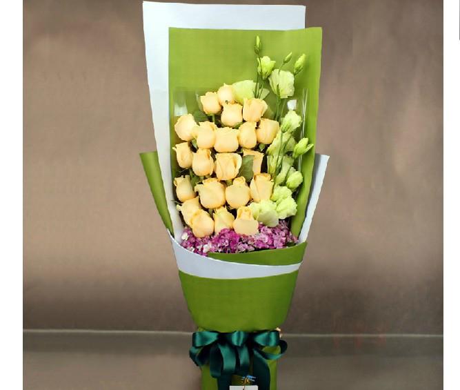 石夏兰进口,香槟玫瑰,深圳鲜花速递,生日玫瑰花,预订,同事,朋友,领导生日,送鲜花,18朵鲜花图片展示。