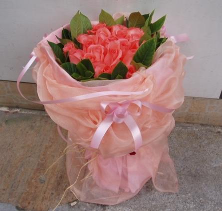 石夏兰19朵粉红玫瑰鲜花图片展示。