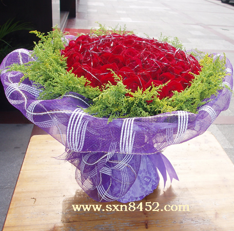石夏兰【久久真情】99朵红玫瑰鲜花图片展示。