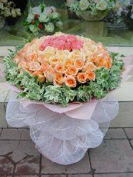 石夏兰同心同德*77朵玫瑰 鲜花图片展示。