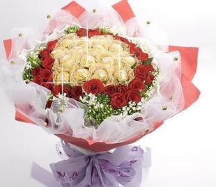 石夏兰33朵玫瑰花19粒朱古力花鲜花图片展示。