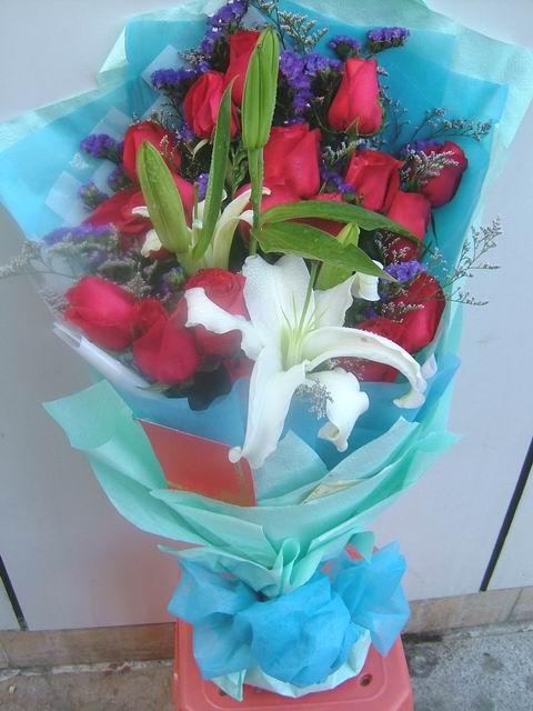 石夏兰19朵玫瑰鲜花图片展示。