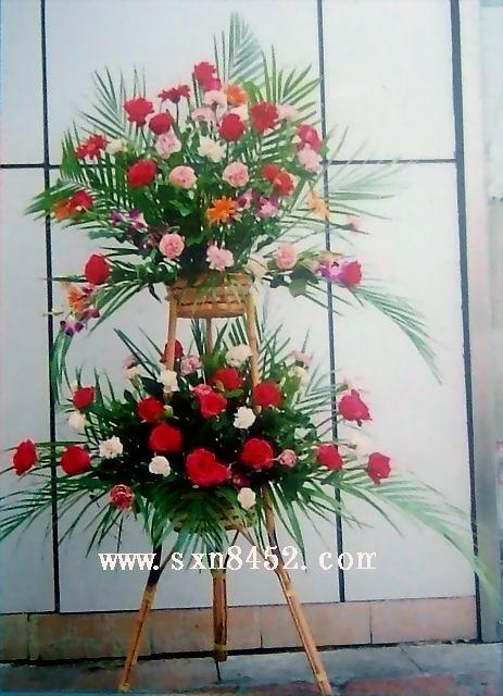 石夏兰招财进宝,二层祝贺花篮,店铺开业花篮,两层花篮鲜花图片展示。