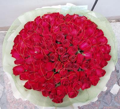 石夏兰99朵玫瑰花束鲜花图片展示。