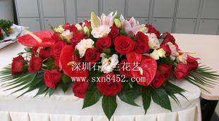 石夏兰集团会议桌鲜花,会议桌鲜花,总部,百合,红掌,玫瑰,台面花,讨论会,台面花鲜花图片展示。