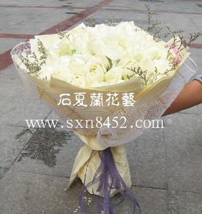 石夏兰33枝白玫瑰鲜花图片展示。