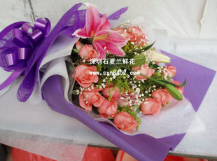 石夏兰11朵粉色玫瑰与百合花束鲜花图片展示。