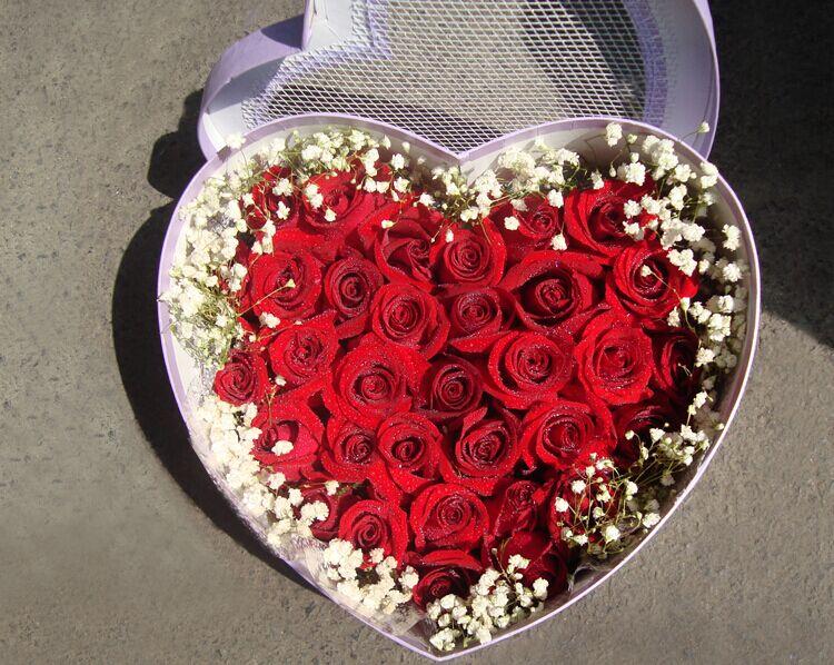 石夏兰大号心形包装盒鲜花图片展示。