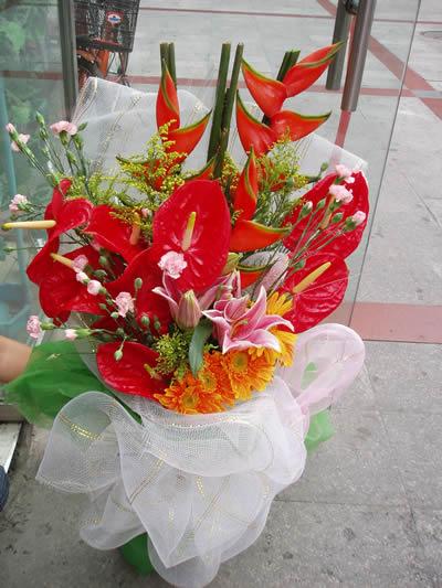 石夏兰送男友花束鲜花图片展示。