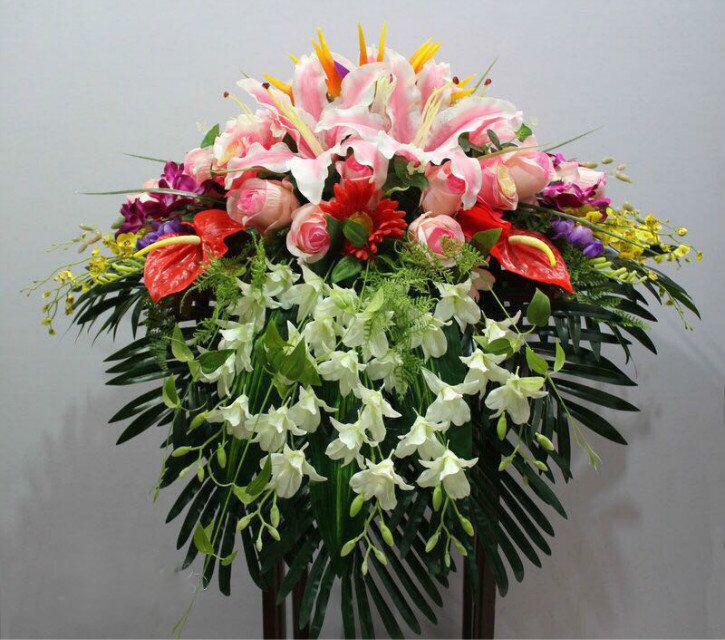 石夏兰仿真演讲台花,花材,仿真红掌,玫瑰,百合,洋兰,跳舞兰,包装瀑布式演讲台花鲜花图片展示。