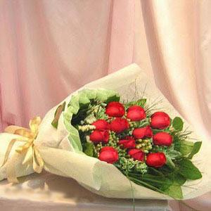 石夏兰12朵红玫瑰花束鲜花图片展示。