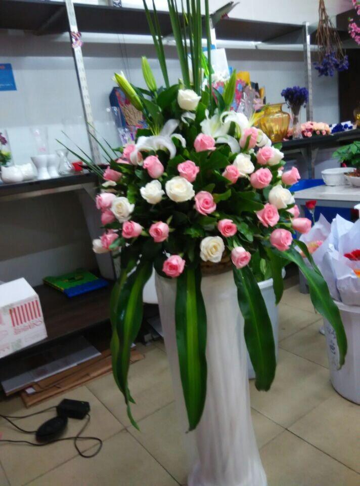 石夏兰深圳庆典路引鲜花,罗湖,罗马柱花篮,开业花篮,玫瑰花篮,东门老街,花店送花鲜花图片展示。