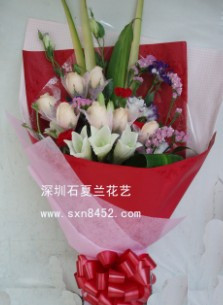 石夏兰久久钟情*9朵香槟玫瑰鲜花图片展示。