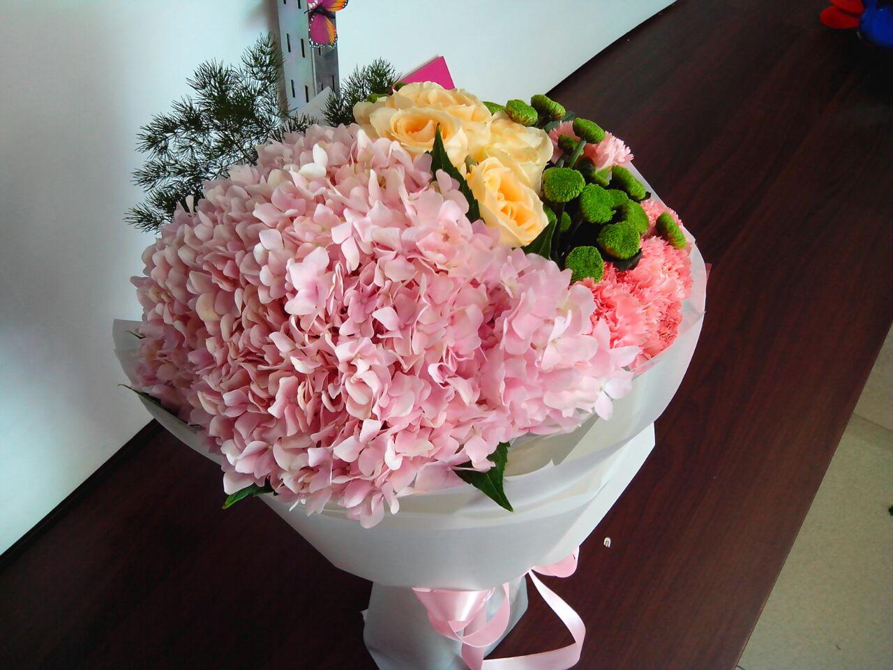 石夏兰绣球高端花束,生日鲜花,仅售289元,价值399元,鲜花,一束,深圳,鲜花送朋友*6朵香槟 鲜花图片展示。