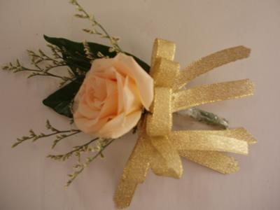 石夏兰礼仪胸花鲜花图片展示。