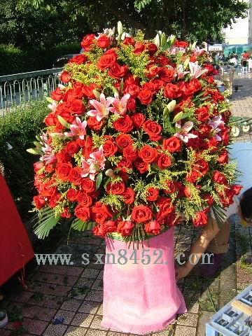 石夏兰中式开业花篮鲜花图片展示。