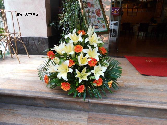 石夏兰会议室鲜花,别致商品展示花艺,开业乔迁庆典鲜花布置,讲座鲜花,前台鲜花鲜花图片展示。