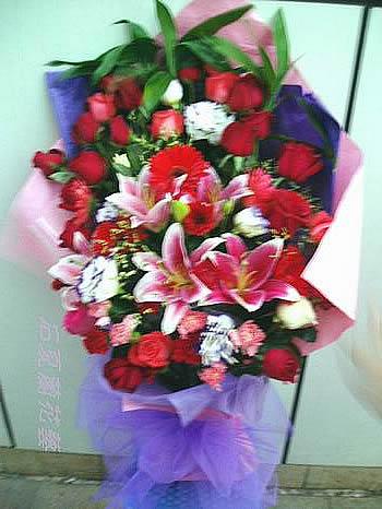 石夏兰28朵玫瑰多种混合鲜花图片展示。