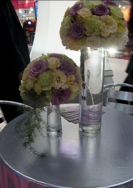 石夏兰婚宴餐桌,玫瑰花,南山结婚网,福田婚宴,深圳鲜花速递,婚宴餐桌花,黄贝岭花店,玻璃瓶插花鲜花图片展示。